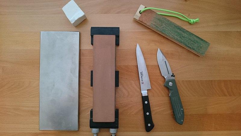 matériel pour affûtage de couteau sur pierre à eau