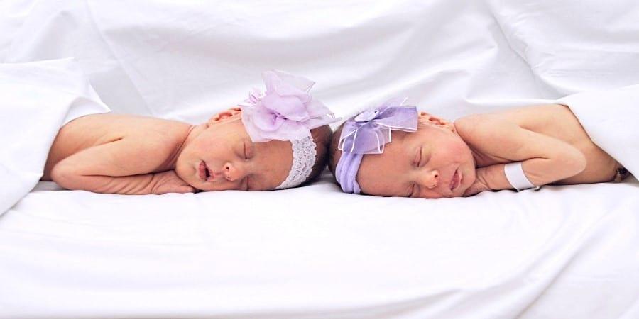 des jumeaux endormis