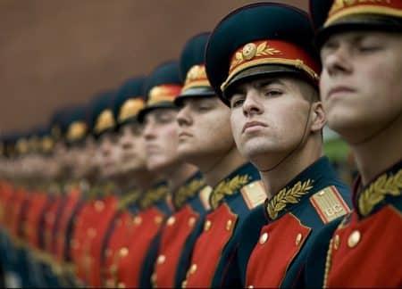 des hommes russes