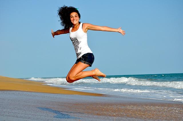 femme belle à la plage