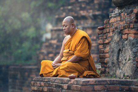bouddhiste qui médite