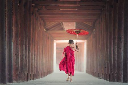 bouddhiste dans un temple
