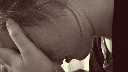 femme trise après une rupture