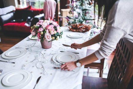 fleurs sur une table de noel