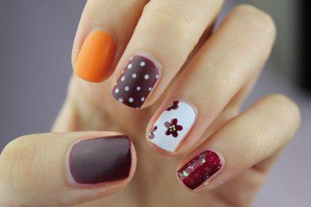 des ongles de femme bien vernis
