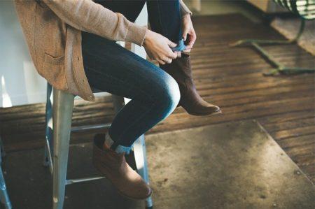 femme avec un jean mom