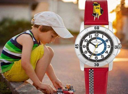 enfant avec une montre pédagogique