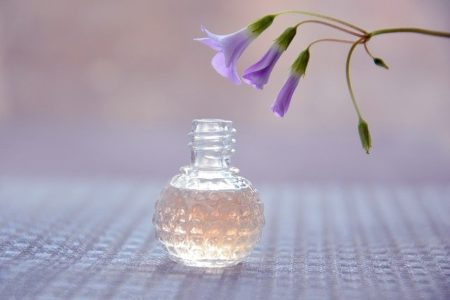 parfum sous une fleur